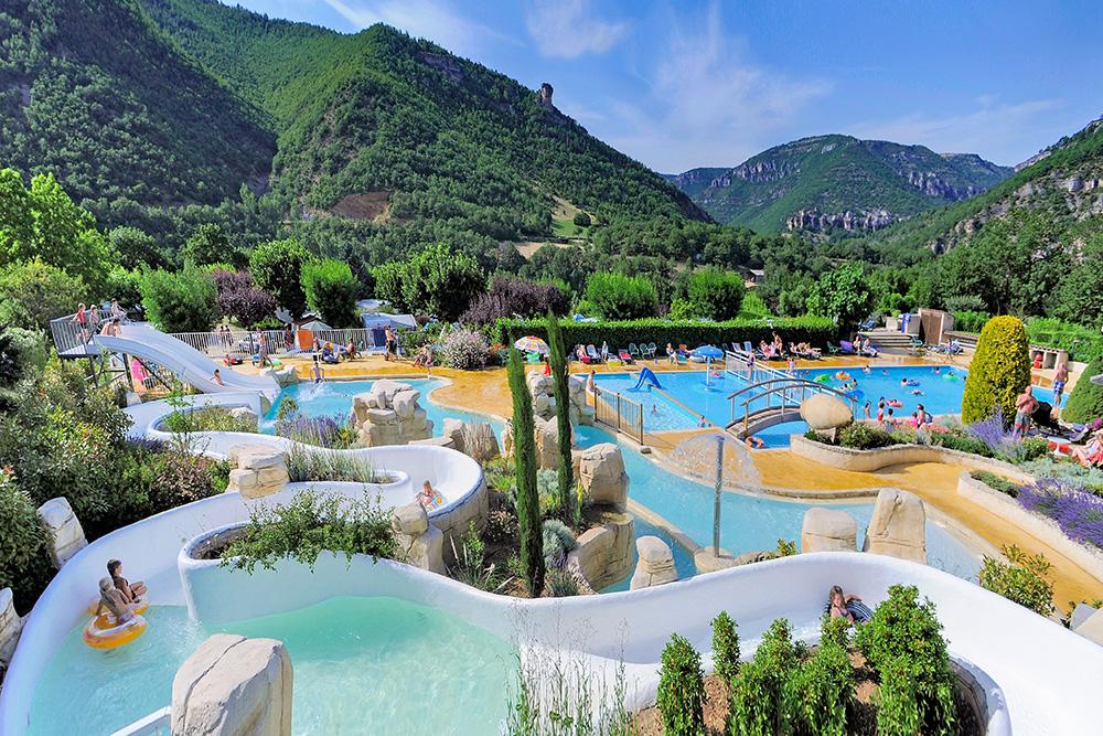 Quels sont les meilleurs campings avec parc aquatique dans for Camping dans le var avec piscine et toboggan